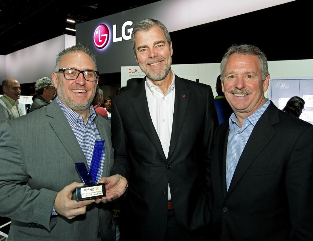 lg_ces_award_bot_pose_0107161-1024x789