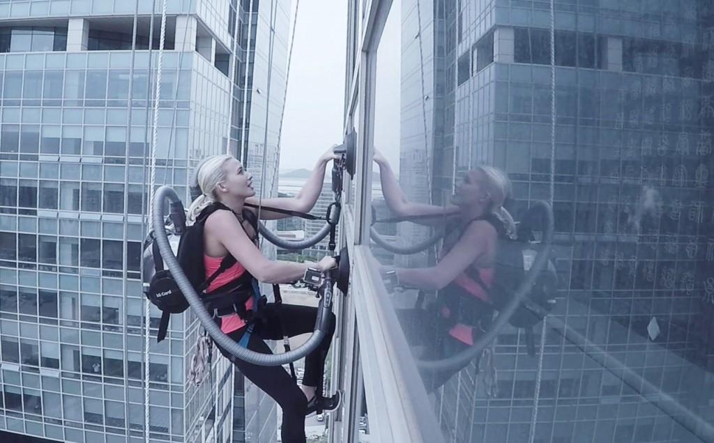 LG-CordZero-Climbing-Stunt-3