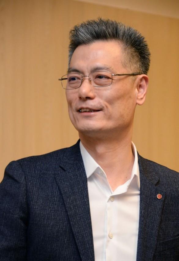 LG-Electronics-Mobile-President-Hwang-Jeong-hwan-2-705x1024