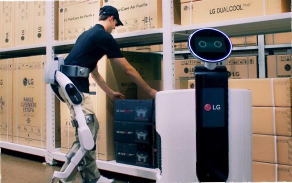LG-CLOi-SuitBot-and-LG-Shopping-Cart-Robot-1024x640