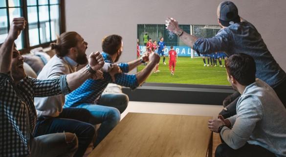02_UK61_A_Sports_Viewing_Angle_Desktop