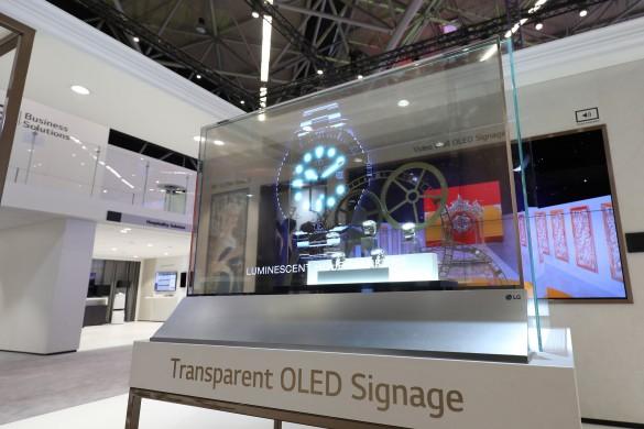 LG-Transparent-OLED-Signage-03