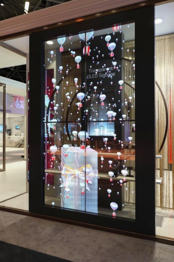 LG-Transparent-OLED-Signage-04