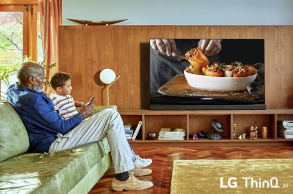 LG-ThinQ-AI-TV_Lifestyle_02