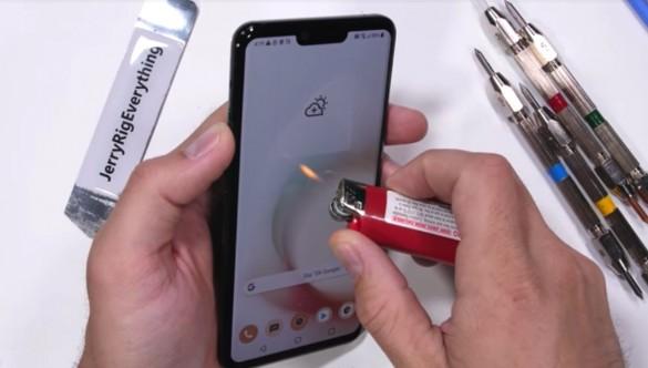 LG-G8-ThinQ-Durability-Test-10