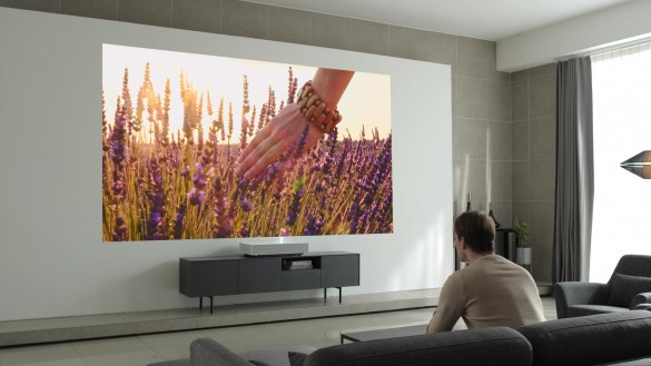 Building on LG's artificial intelligence innovations, the HU85LA is the first projector to have both the Google Assistant and LG's own ThinQ AI solution built in, allowing for seamless control and content discovery through simple voice commands.