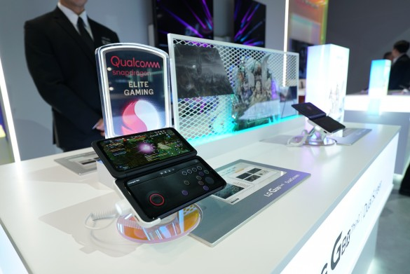 CES-2020-DUAL-SCREEN-ZONE-3_
