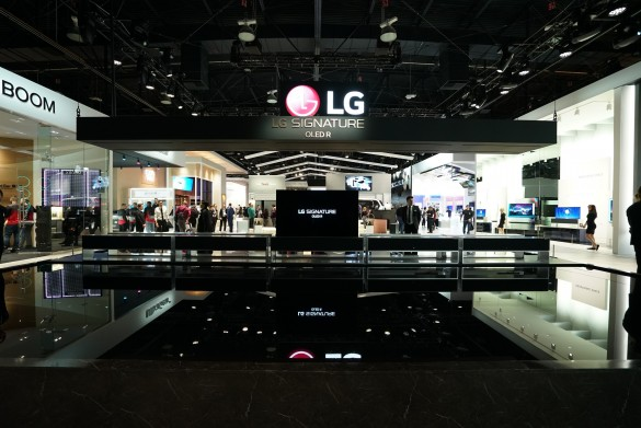 CES-2020-LG-SIGNATURE-OLED-TV-R-AND-THE-FOUNTAIN_1
